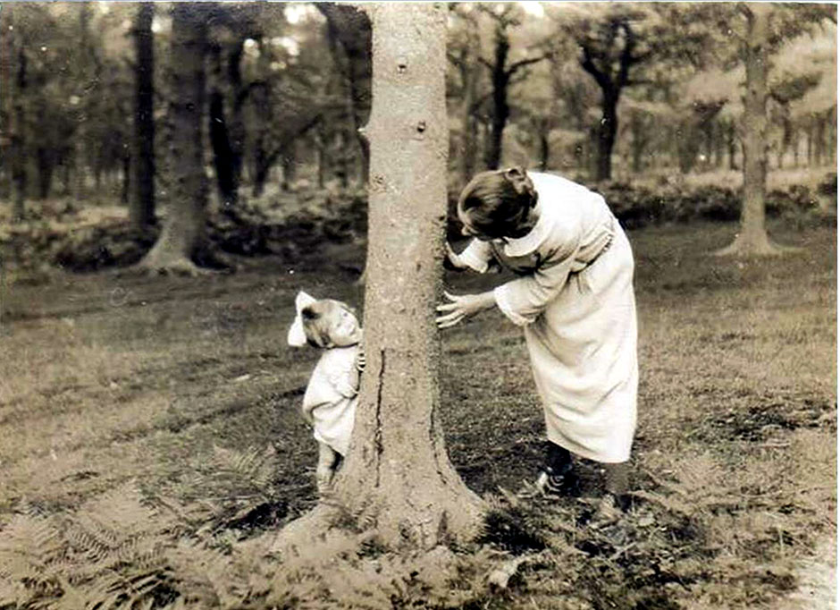 A delightful photo of Amy and Helen taken in the Forest of Dean in 1924